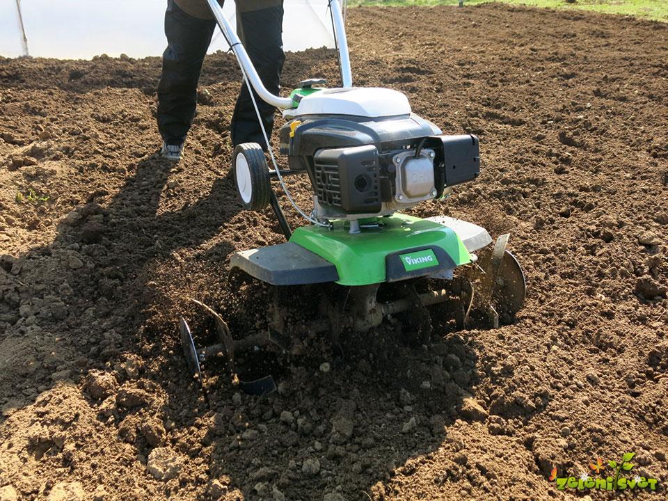Lahkotna priprava tal v vrtu.