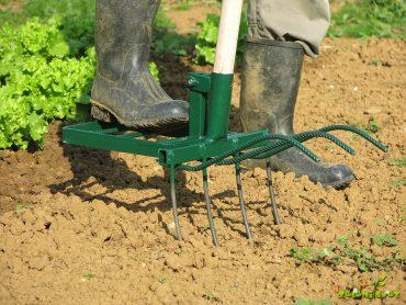 Rahljanje tal za vrt brez štihanja in manj napora