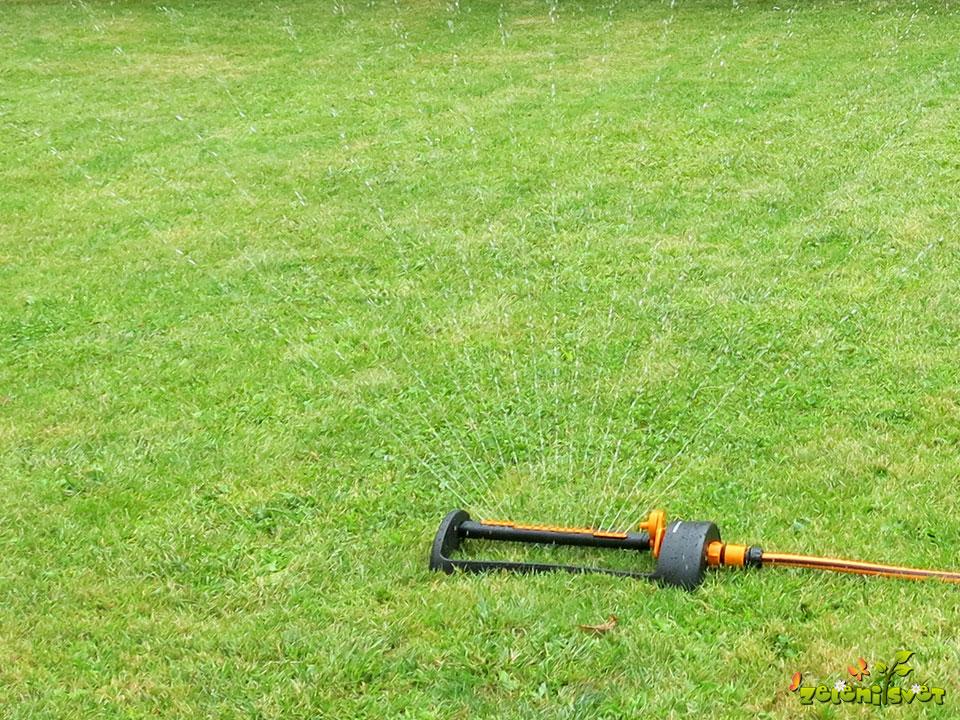 zalivanje trave trate