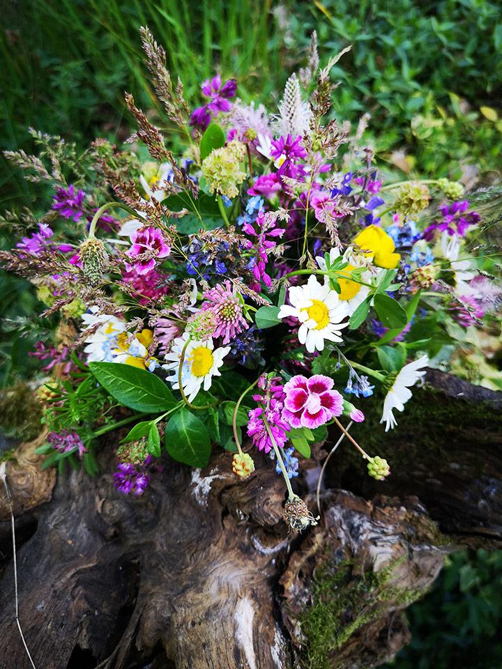 poročni šopek iz sezonskega cvetja