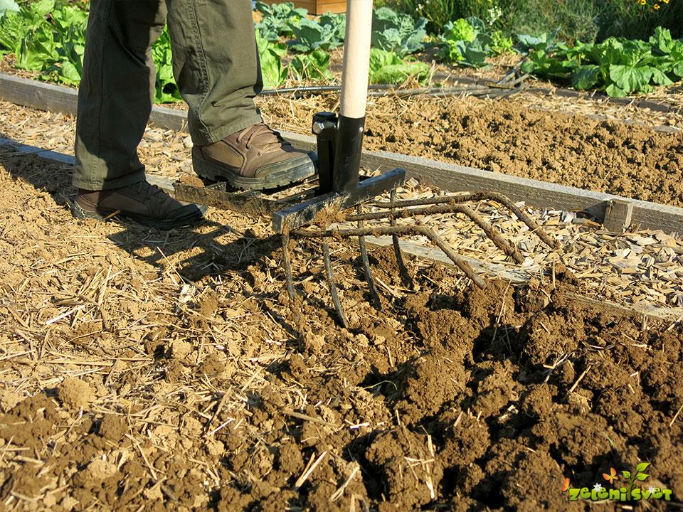 Jesensko rahljanje zelenjavnega vrta opravimo pred mrazom