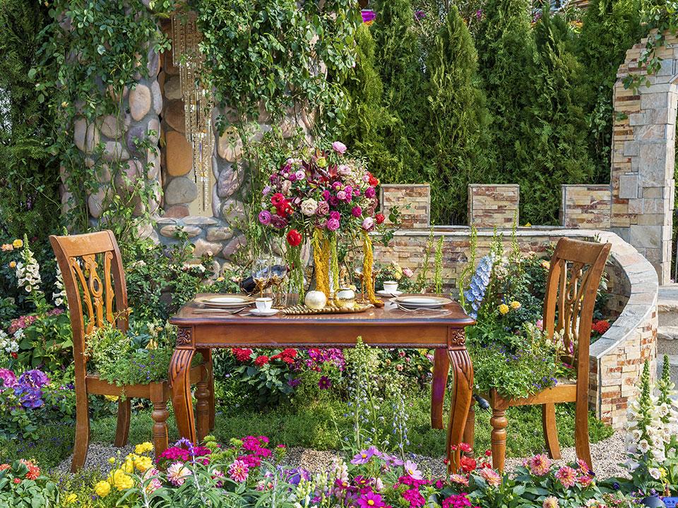 Zajčki, cinije, petelinji greben in tagetes – cvetoče lepotice podeželskih vrtov
